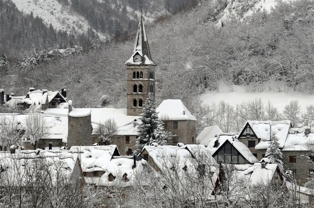 Alójate en Arties, uno de los pueblos más bonitos para disfrutar de la nieve